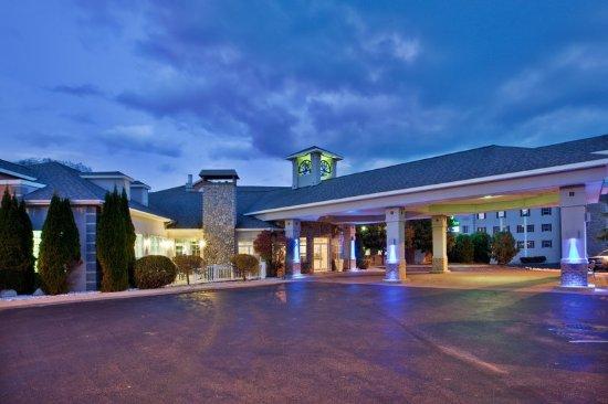 Holiday Inn Express St Ignace Lake Front