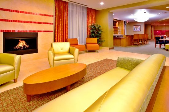 Sandston, VA: Enjoy our comfortable lobby