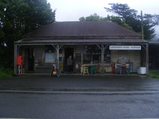 Collingwood, Nova Zelândia: The Langford Store on a dreary day
