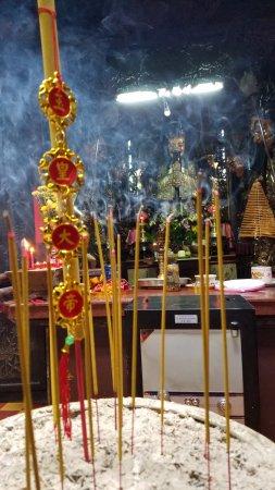 Emperor Jade Pagoda (Chua Ngoc Hoang or Phuoc Hai Tu) : Incense