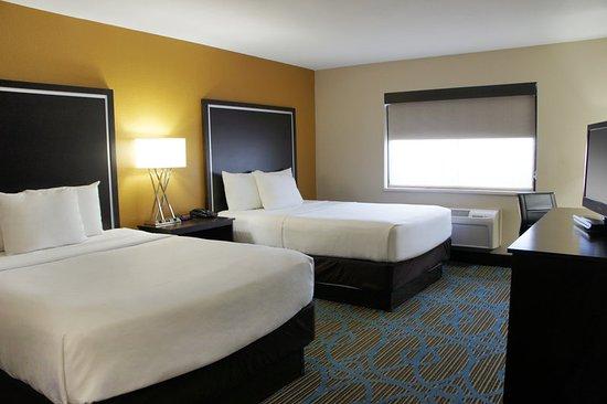La Quinta Inn & Suites Emporia: Guest Room