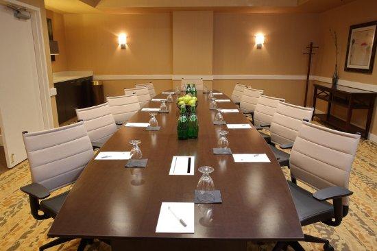 แฮมป์ตันอินน์ บอสตัน เนทิค: Executive Boardroom