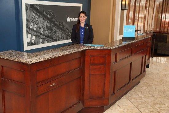 แฮมป์ตันอินน์ บอสตัน เนทิค: Front Desk