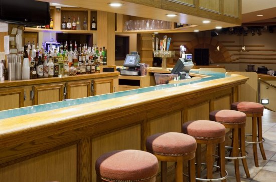 Saint Cloud, MN: Legends Bar & Grill at Holiday Inn Hotel & Suites St. Cloud