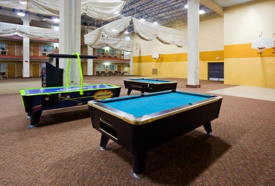 Saint Cloud, MN: Pool tables at Holiday Inn & Suites St. Cloud, MN