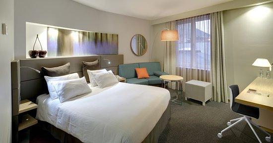 Crowne Plaza Brugge: Queen Bed Guest Room