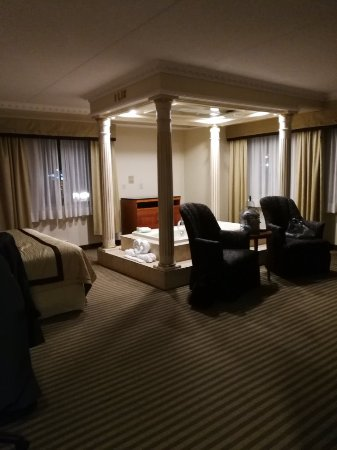 Monte Carlo Inn Barrie Suites: IMG_20171028_235253_large.jpg
