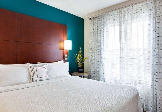 Bedford Park, IL: Studio Suite – Sleeping Area