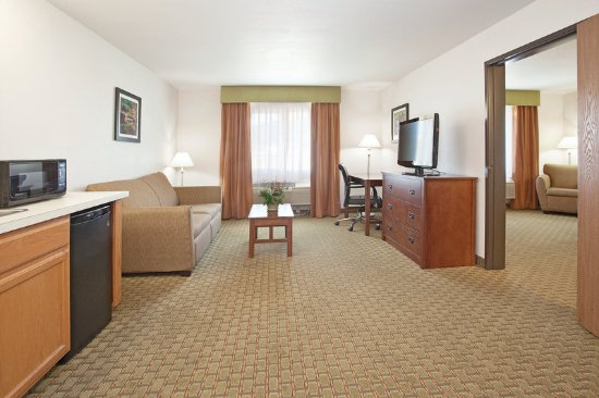 Grants Pass, OR: Two Room King Suite