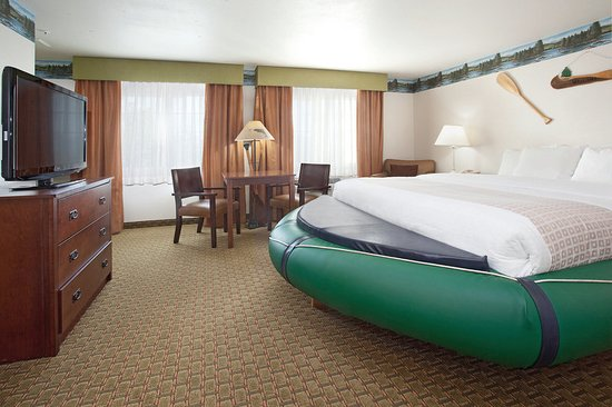 Grants Pass, OR: Accessible King Guest Room