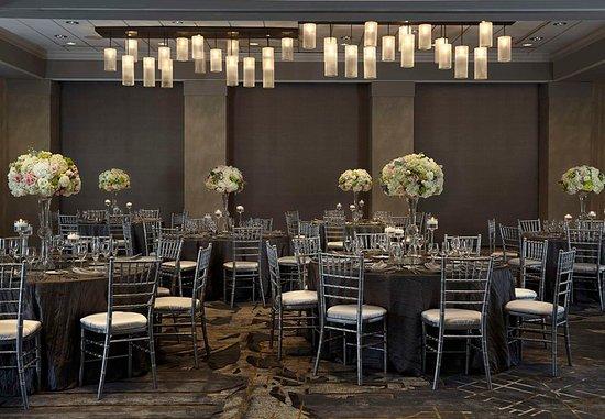 Бетесда, Мэриленд: Grand Ballroom - Wedding Banquet Setup