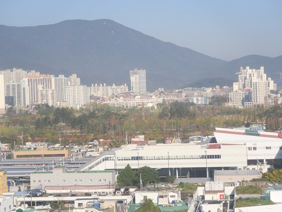 ibis Ambassador Busan City Centre: View from room - The Bujeon Railway Station & Busan Citizen Park