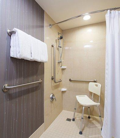 Vestal, نيويورك: Accessible Guest Bathroom