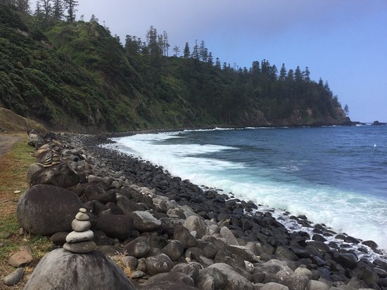Norfolk Island, Australia: Ball Bay beach shelves deeply here, strong rough waves