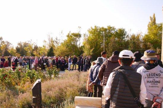 Taraz, كازاخستان: 巡礼の人たちがお参りに来ていました