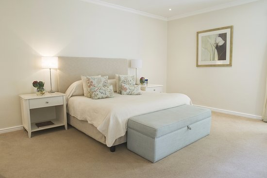 The Last Word Franschhoek: Spacious and comfortable bedroom.