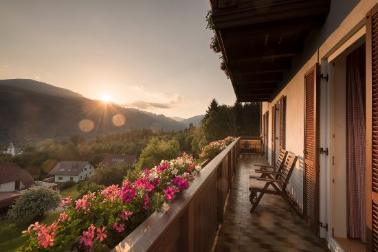 Anger, Austria: Aussicht vom Balkon in der Pension Kleinhofers Himbeernest