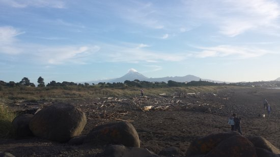 New Plymouth, New Zealand: Picture from shore, Mount Taranaki is visible on a clear day