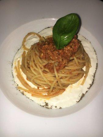 Pogliano Milanese, Italie : Spaghetti su letto di stracciatella con pesto ai pomodorini secchi