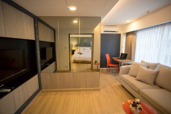 Grand Tower Inn Sathorn Hotel: Executive Suite room
