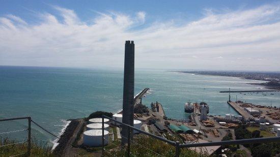 Sugar Loaf Islands and Paritutu Rock: View at the port