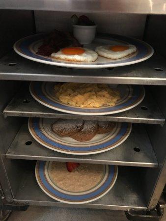 Bayerischer Hof Hotel: Frühstück auf dem Zimmer für 3,00 € Extra p.P -  Immer wieder sehr gerne !!!