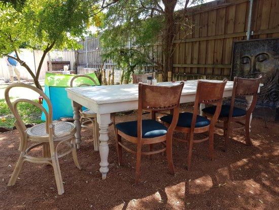 Mundaring, Australien: Eclectic furniture all arround