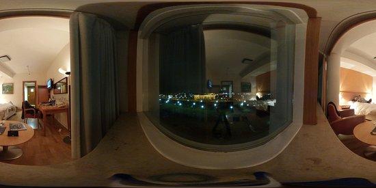Radisson Blu Saga Hotel : 360deg view of the room (4th floor)