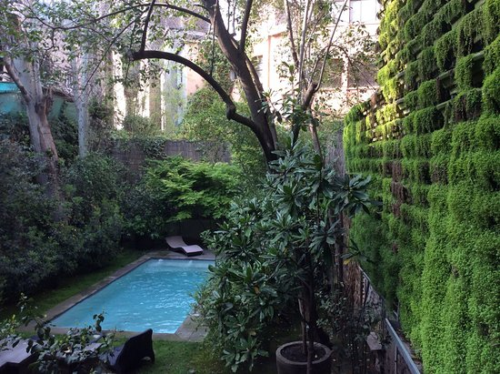 Lastarria Boutique Hotel: pool outlook from breakfast room