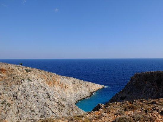 Akrotiri, Greece: la costa con l'insenatura