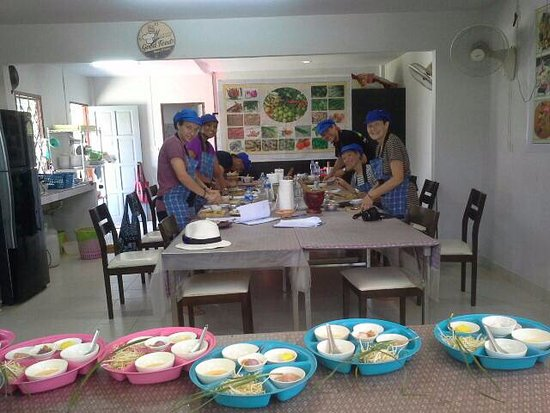 Rawai, Tailandia: To day we cooks Green curry, Tom Yam soup, Phad Thai and mango stick rice.