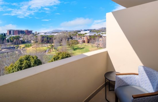 Roodepoort, Sudáfrica: Standard King- the hotel has 3 of these spacious rooms with a balcony overlooking the beautiful