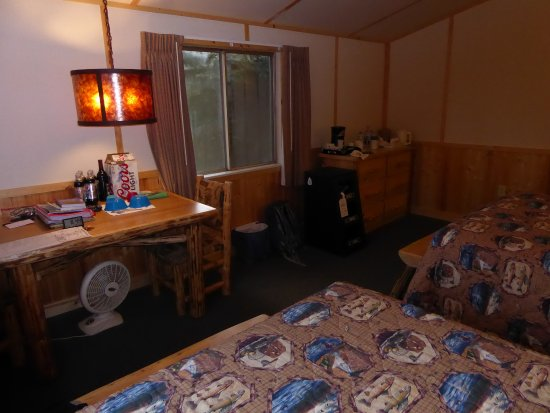 Lake Lodge Cabins: Lake Lodge Western Cabin H9