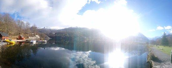 Loudenvielle, France : Otra foto del lago, hemos leído que para el buen tiempo ofrecen muchas actividades deportivas.