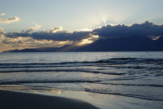 Naiades Almiros River Hotel: Beach just before sunrise