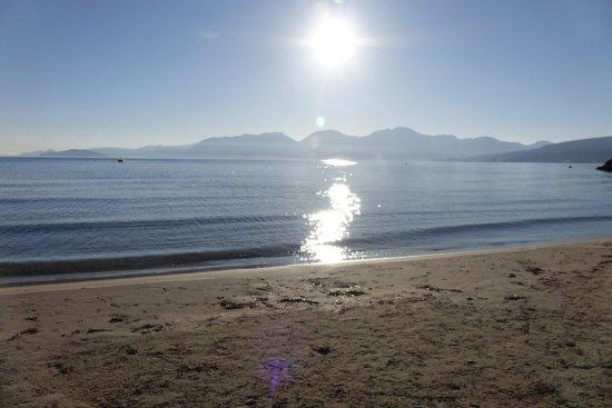 Naiades Almiros River Hotel: Beach shortly after sunrise