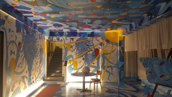 Borgo Maggiore, San Marino: Quirky restaurant!! Love the wild decor