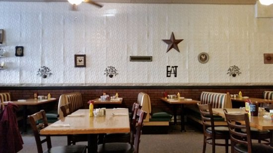 Higginsville, Missouri: Internal wall decoration and seating