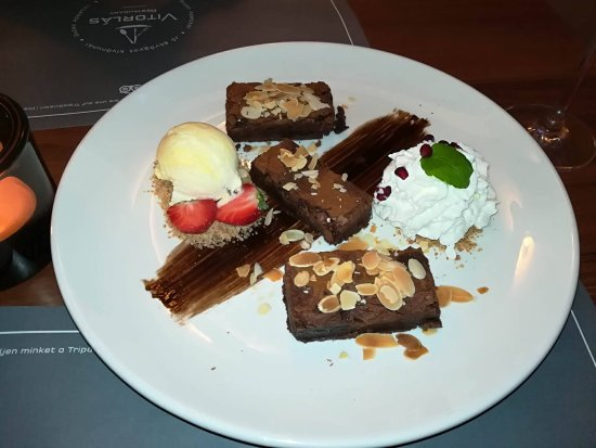 Balatonlelle, Hungary: Verhetetlen csokis brownie