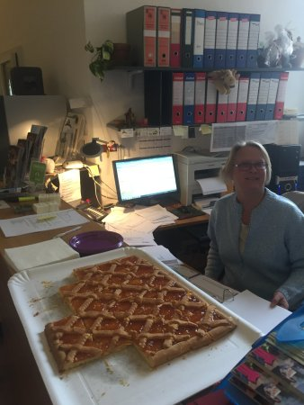 Montepulciano, Italia: the amazing Heike front office (torta from nearby coffee bar - YUM!)