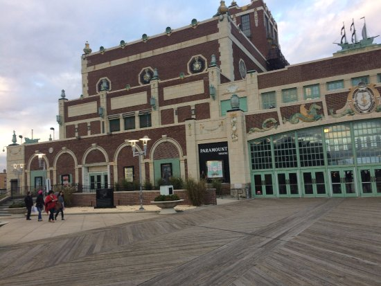 ‪‪Asbury Park‬, نيو جيرسي: Outside view of theater.‬