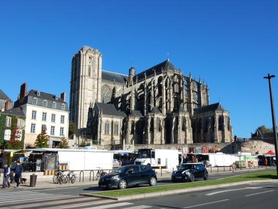 Cathédrale de Saint-Julien de Mans : vista dalla piazza