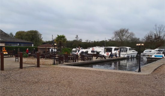 Horning, UK: Beer Garden and Moorings