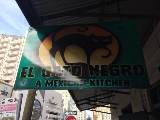 El Gato Negro Mexican Restaurant: Best Mexican food in this part of town.