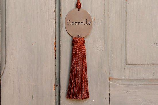 Riad Le J: Camera Cannelle