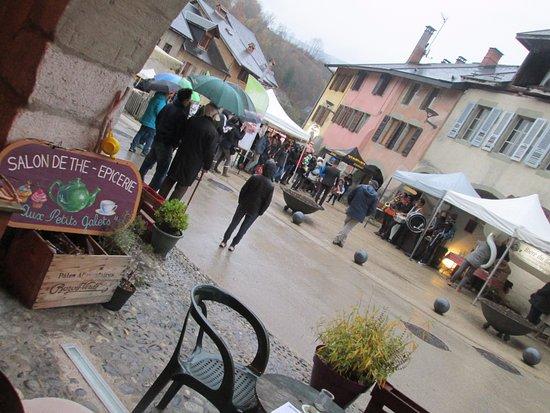Alby Sur Cheran, Francja: place du trophée alby bourg médieval