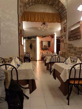 Gualdo Tadino, Italia: Solo una vista del locale..