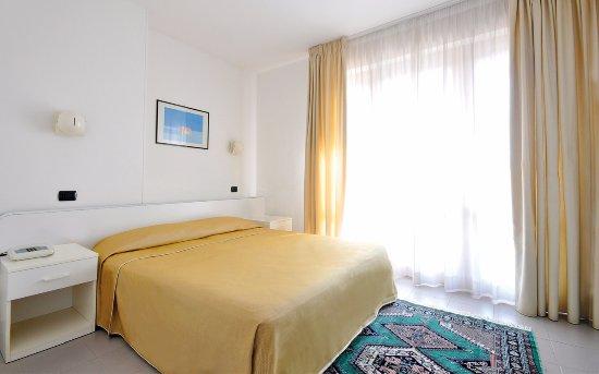 La Nuove Sea Family Room - Picture of Holiday Family Village, Porto Sant'Elpidio - Tripadvisor