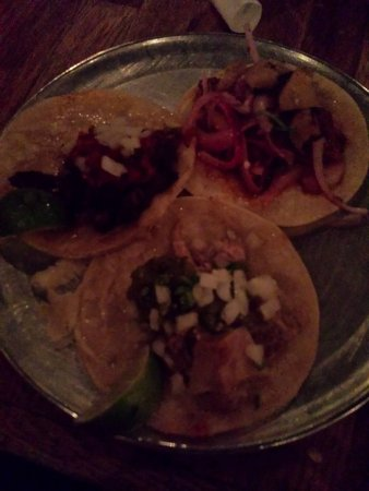 Ferndale, MI: Al pastor taco, carne asada taco, carinatas taco