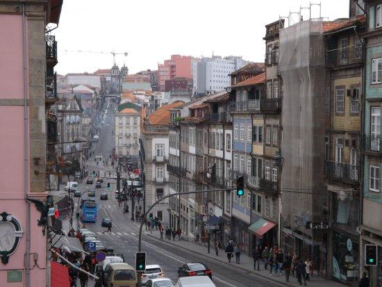 Porto District, Portugal: Widok koscioła z perspektywy ulicy Clerigos